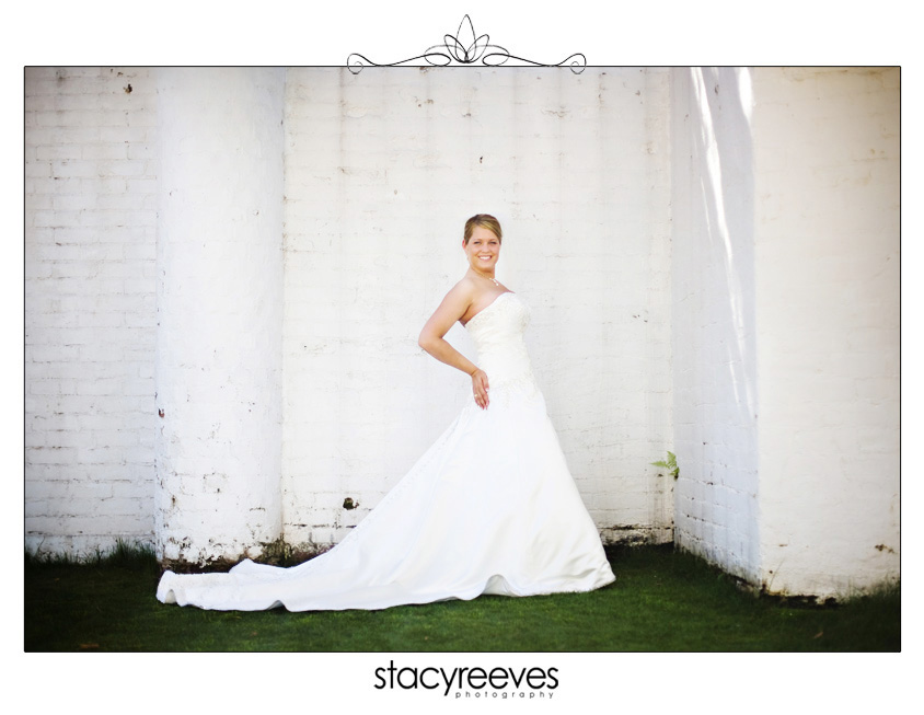 Bridal session of Julie Nienhiser Neinhiser at the Dallas Arboretum by Dallas wedding photographer Stacy Reeves; bride against a white wall with grass