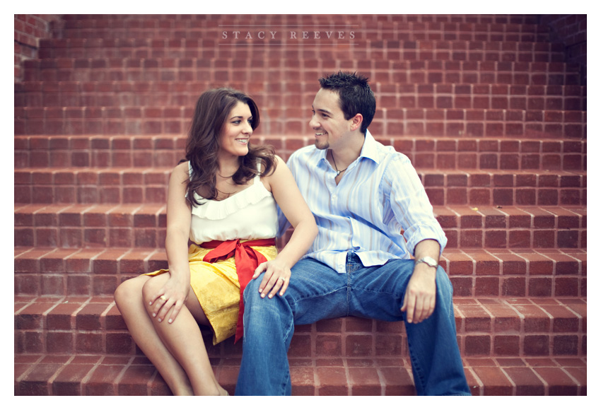 Engagement session of Jamie Riley and Garrett Roy at Discovery Green park in Houston by Dallas wedding photographer Stacy Reeves