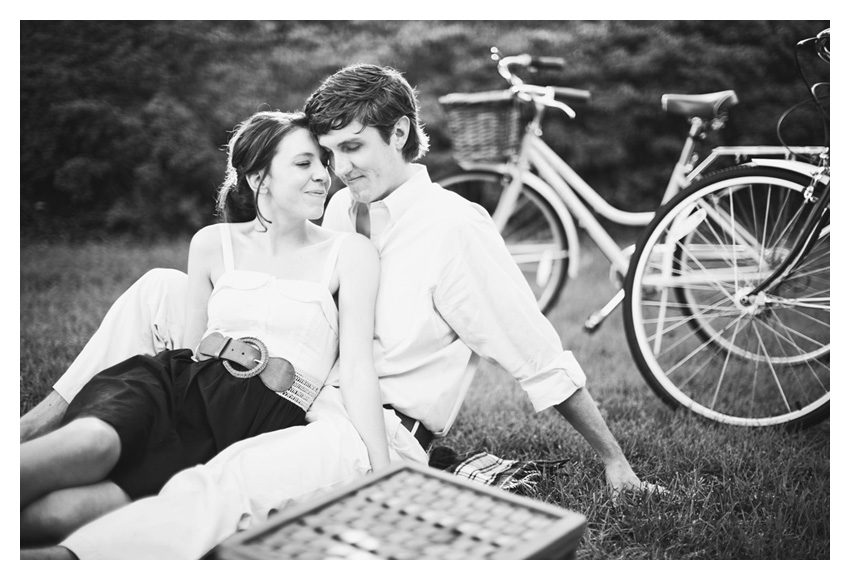 Picnic beach cruiser engagement session of Shannon Crain and Will in Highland Park Texas by Dallas wedding photographer Stacy Reeves