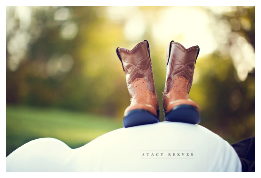 rustic country maternity pregnancy portrait photo session of Gara and Brandon Hill by Dallas wedding photographer Stacy Reeves