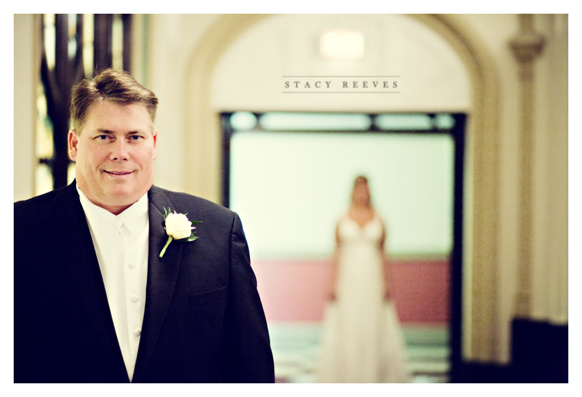 wedding of Courtney Walters and Bucky Bailess at Belo Mansion by Dallas wedding photographer Stacy Reeves