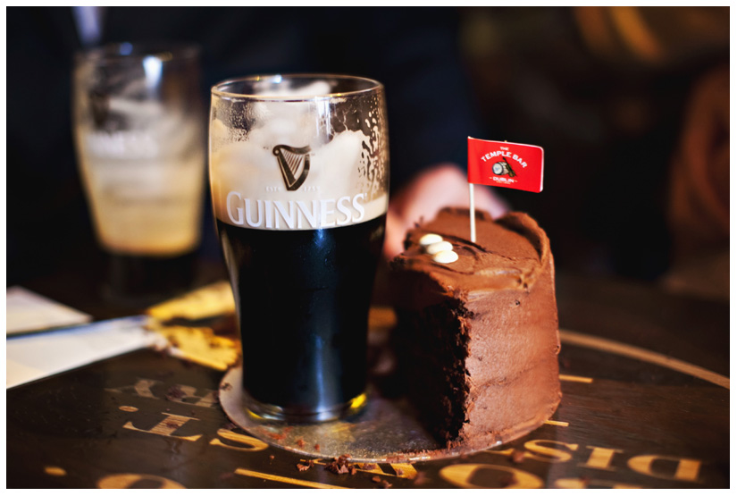 wedding cake and Guinness at Temple Bar