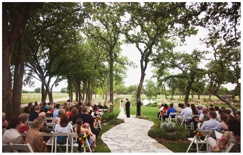wedding photos of Lauren Poole and Jeff Gunter at OW Ranch in Granbury Texas by Dallas wedding photographer Stacy Reeves